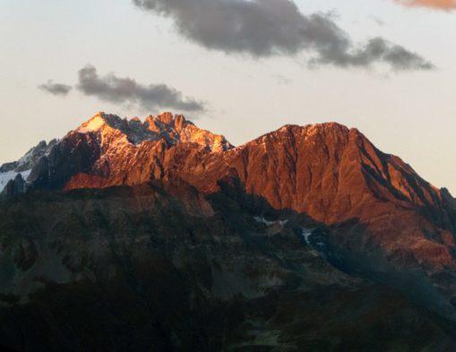Gruzja Swanetia zachód słońca w górach